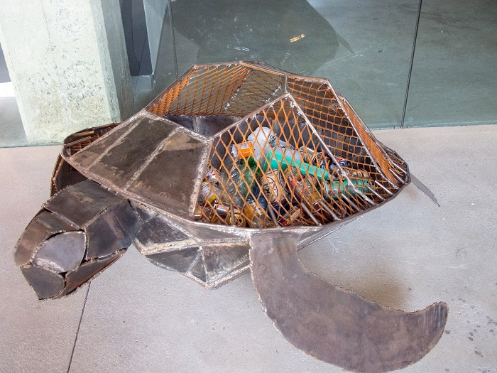 Turtle+shaped+recycling+bin+located+in+the+Williams+Visual+Arts+Building+%5BPhoto+by+Willem+Ytsma+%E2%80%9816%5D