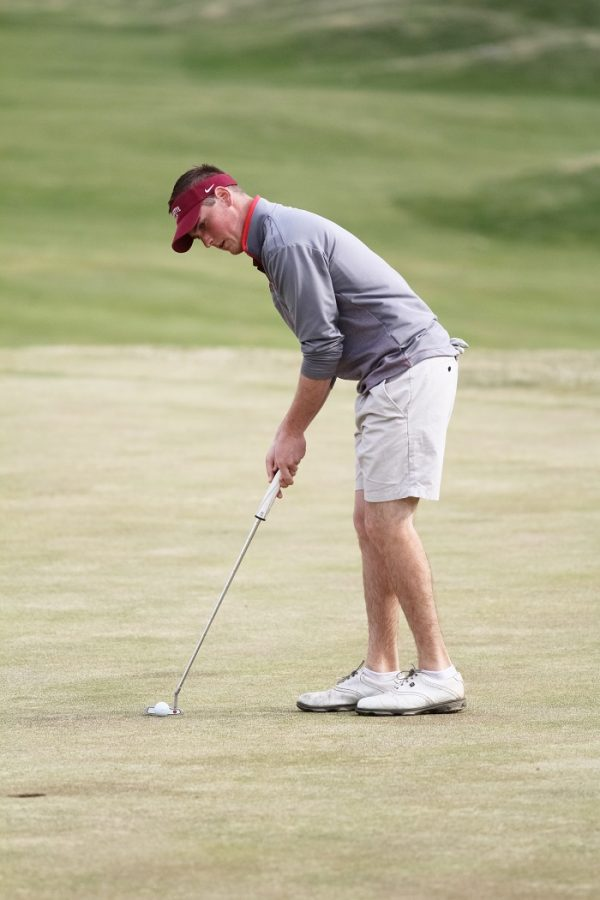 Travis+Ricca+%E2%80%9816+lines+up+a+putt.+%5BPhoto+courtesy+of+Athletic+Communications%5D