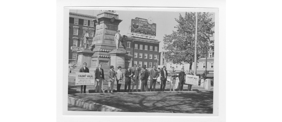Students+hold+silent+vigil+in+protest+of+Vietnam+War+in+1969.+%28Courtesy+of+Skillman+Library+Digital+Archives%29
