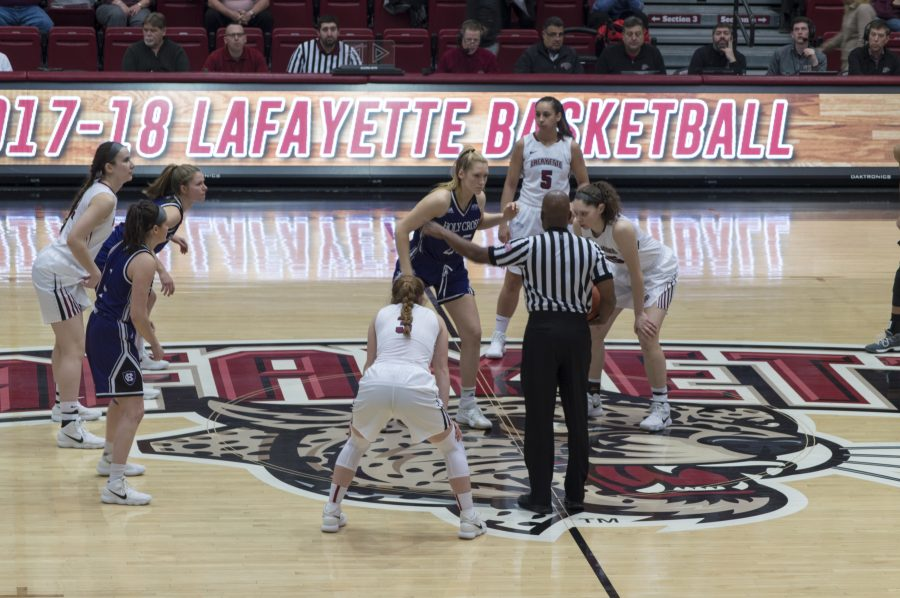 Lafayette+prepares+for+a+tip+off+against+Holy+Cross.+Photo+by+Elle+Cox+21.