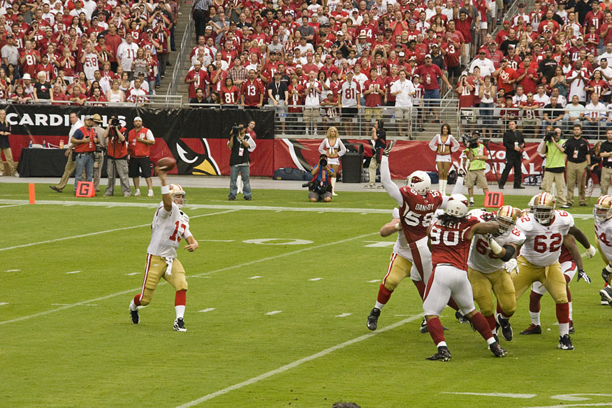 San+Francisco+49ers+and+Arizona+Cardinals+are+two+of+our+writers+picks+to+perform+better+in+2018+than+they+did+in+2017+%28Photo+courtesy+of+Wikimedia+Commons%29.
