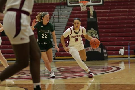 Sophomore guard Jess Booth scored a career-high 15 points in the second game against Loyola. (Photo courtesy of Athletic Communications)